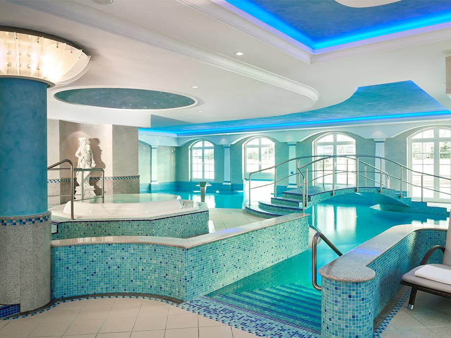Pool im Travel Charme Kurhaus Binz