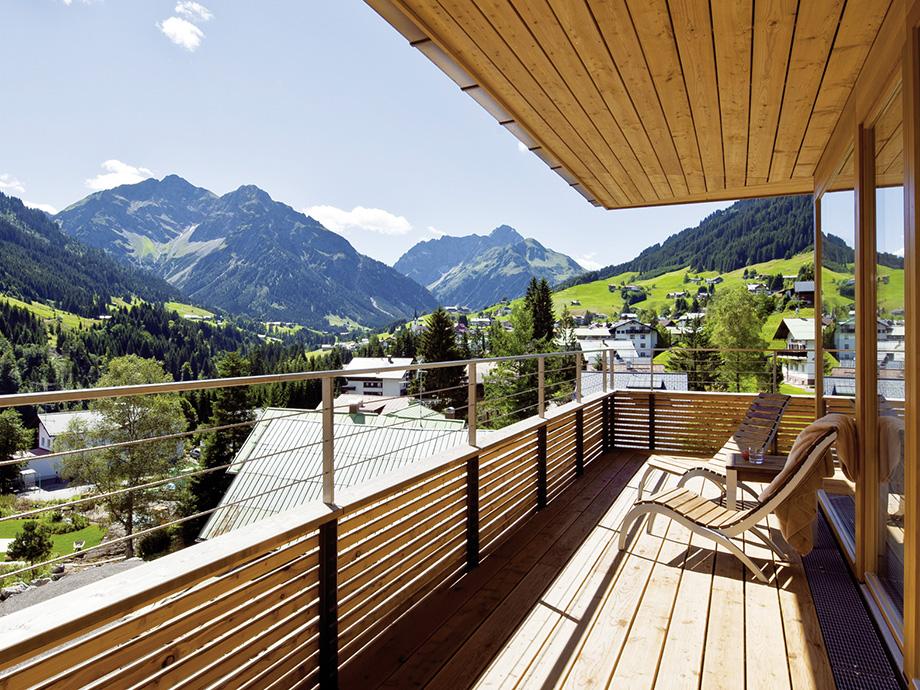 Ifen_Hotel_Balkon_c_Travel_Charme_Hotels_und_Resorts_920x690px